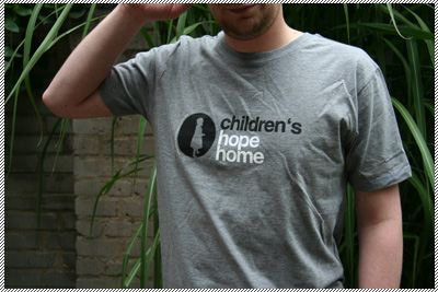 Männer-T-Shirt children's hope home grau